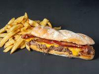 Sándwich Barrio en pan baguette