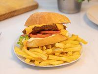 Sándwich vegetariano de milanesa de seitán con queso cheddar