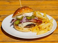 Burger belfast bacon con papas fritas