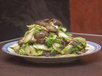 Verdura china con hongos y champiñones