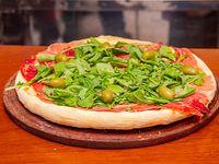 Pizza de jamón crudo con rúcula