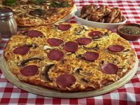 Combo 4 - Pizza familiar (38 cm) + alitas de pollo + bebida 1.5 L