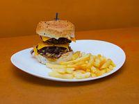 Burger doble americana con papas fritas