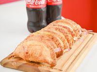 Promo - 8 empanadas + 2 gaseosas línea Coca Cola 600 ml