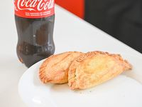 Promo - 2 empanadas + Coca Cola de 600 ml
