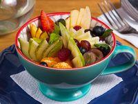 Yogur natural con frutas de estación