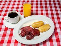 Desayuno especial - Tasajo + Carimañola + Queso blanco + Café o té + Jugo de naranja