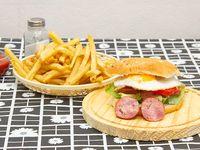 Hamburguesa choriburger con papas fritas