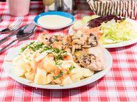 Menú Jueves - Pollo al champignon con papas mayo + ensalada + bebida