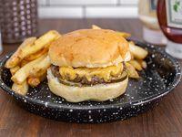Hamburguesa Cheese Burger con papas fritas