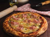 Pizza con jamón y ananá
