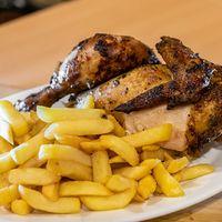 ½  pollo con papas fritas + 2 latas 350 ml