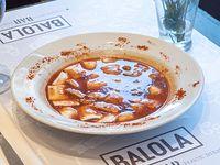 Ravioles con salsa bolognesa