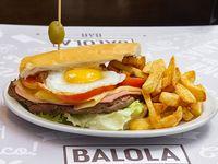 Sándwich de lomo Balola con papas fritas