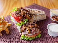 Combo 2 - Sándwich de shawarma súper + papas fritas