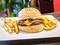 Combo - Cheese burger con papas fritas rústicas