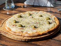 Pizza muzzarella a la piedra