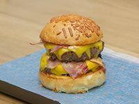 Doble cheese burger con papas fritas