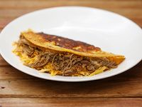 Cachapa con carne mechada y queso (sin TACC)