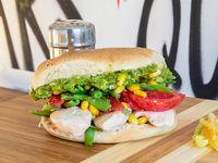 Sándwich en pan amasado, de ave con dos agregados