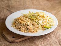 Arroz integral salteado con chop suey de vegetales
