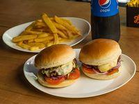 Promo para dos - 2 cheeseburger (200 g) + 2 papas fritas + gaseosa de 1.5 L
