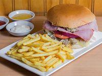 Sándwich Altiro + papas fritas