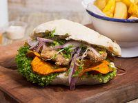 Sándwich de pescado frito acevichado