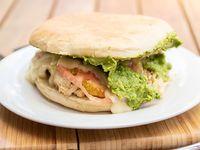 Promoción - Sándwich de ave italiano + bebida en lata 350 ml