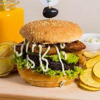 Hamburguesa de porotos negros + 2 ingredientes a elección +  papas fritas rústicas