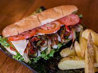 Sándwich vegetariano con papas fritas
