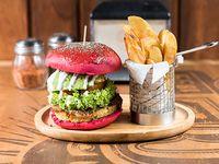 Veggie burger con papas rústicas fritas