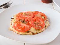 Lehmeyún con muzzarella y tomate