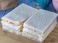 Sándwich de miga triple