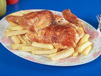 Medio combo - 1/2 pollo + papas medianas + bebida 1.5 L