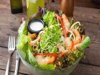 Mister fish salad con camarones crocantes
