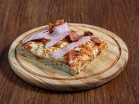 Pizza con jamón y panceta