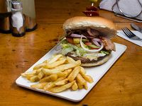 Hamburguesa la gringa + papas fritas + bebida lata 350 cc