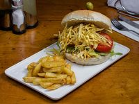 Sanguchón de  carretilla + papas fritas + bebida lata 350 ml
