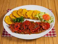 Filete de corvina en salsa criolla