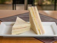 Sándwich doble frío de jamón y queso