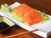 Sashimi de salmón (7 piezas)