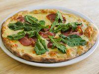 Pizza bondiola y rúcula con aceite de oliva