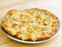 Pizza roquefort y cebollas caramelizadas