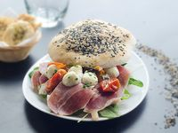 Sándwich prosciutto y queso Brie