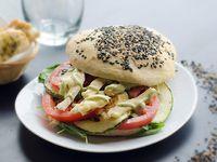 Sándwich vegetales grillados y queso brie
