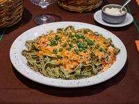 Tallarines verdes caseros con salsa especial a elección