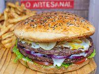 Hamburguesa gigante doble carne lo artesanal (4 a 5 personas)