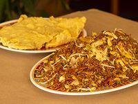 1 Caja Grande de Arroz Chino + 2 Porciones de Carne Asada o 2 Chuletas de Cerdo