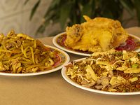 1/2 Caja de Combinado, Arroz Chino y Chop Suey + 1/2 Pollo Frito